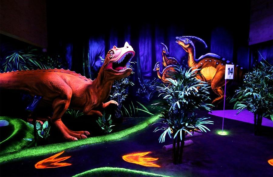 CIty-Golf_Schwarzlicht-Welt_Dinosaurs