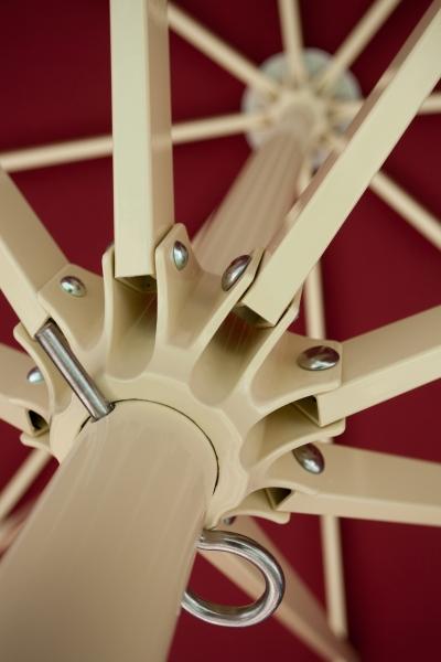 Sonnenschirm-Primus-von-Caravita-in-rot-mit-angesetztem-volant-schirmkranz-streben-01