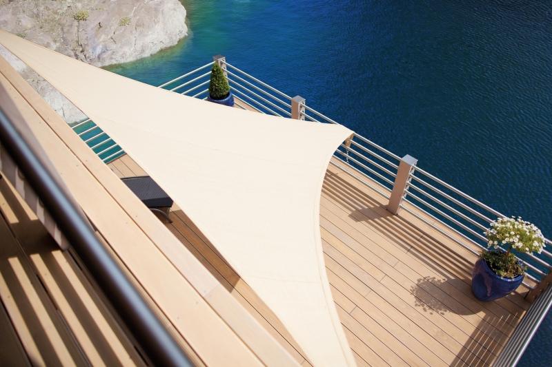 terrasse mit sonnensegel